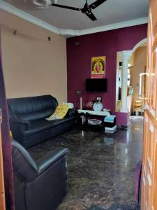 Gallery Cover Image of 1200 Sq.ft 2 BHK Apartment for rent in Mahadevapura for 18000