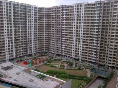 Gallery Cover Image of 1143 Sq.ft 2 BHK Apartment for rent in Kalpataru Aura, Ghatkopar West for 55000