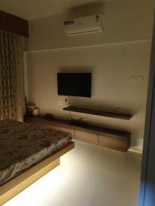 Gallery Cover Image of 950 Sq.ft 2 BHK Apartment for rent in Goregaon East for 68000