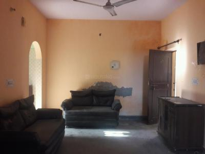Gallery Cover Image of 700 Sq.ft 2 BHK Apartment for rent in Jasola Vihar for 15000