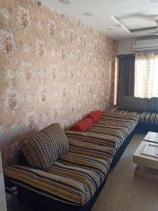 Gallery Cover Image of 600 Sq.ft 2 BHK Independent Floor for buy in Manglia for 2000000