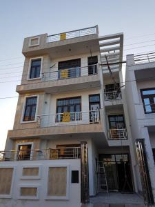 Gallery Cover Image of 4000 Sq.ft 6 BHK Independent House for buy in Mathura Cantonment for 11000000