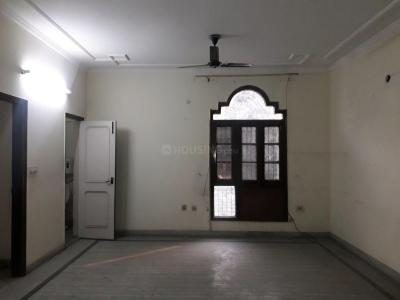Gallery Cover Image of 1800 Sq.ft 3 BHK Apartment for rent in Model Town for 40000
