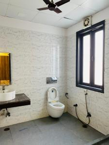 Bathroom Image of Mannat PG in Sector 20