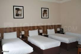 सांताक्रुज़ ईस्ट में राधा सीएचएस के बेडरूम की तस्वीर