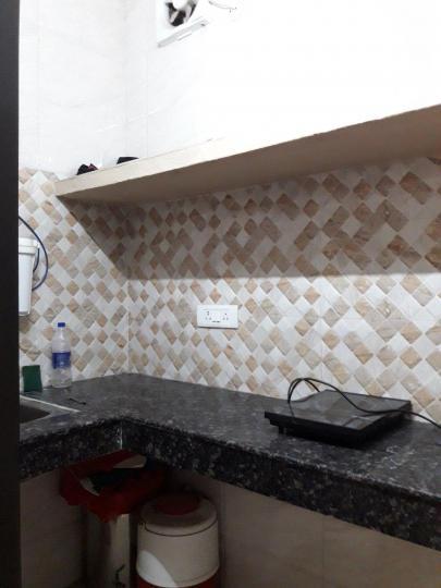 पटेल नगर में कृष्ण पीजी के किचन की तस्वीर