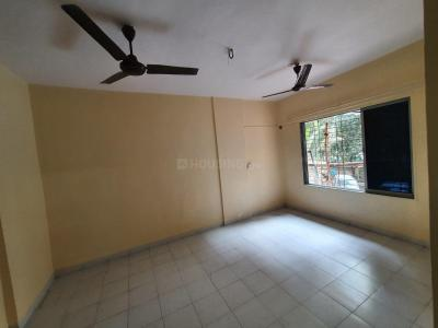 Gallery Cover Image of 565 Sq.ft 1 BHK Apartment for rent in Kandivali East for 19000
