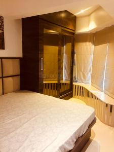 Gallery Cover Image of 1100 Sq.ft 3 BHK Apartment for rent in Khar West for 130000
