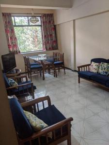 Gallery Cover Image of 800 Sq.ft 2 BHK Apartment for rent in Premghar, Bandra West for 60000