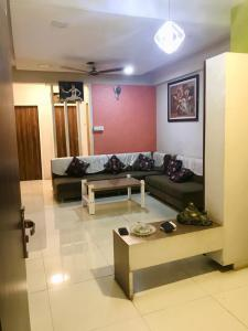 Gallery Cover Image of 1390 Sq.ft 3 BHK Apartment for buy in Ambawadi for 8000000