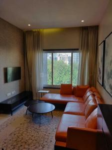 Gallery Cover Image of 750 Sq.ft 1 BHK Apartment for buy in Mulund West for 12500000