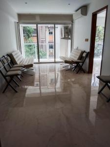 Gallery Cover Image of 994 Sq.ft 2 BHK Apartment for buy in Vile Parle West for 32500000