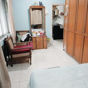 Bedroom Image of Available Double Sharing For Female In Shivaji Park Dadar West in Dadar West