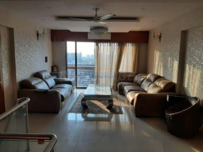 Gallery Cover Image of 2500 Sq.ft 5 BHK Independent Floor for rent in Bandra West for 450000