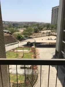 Gallery Cover Image of 800 Sq.ft 2 BHK Apartment for rent in Bhukum for 13000
