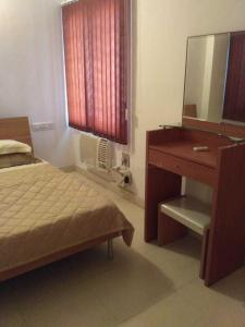 Gallery Cover Image of 1100 Sq.ft 2 BHK Apartment for rent in Velachery for 35000