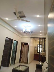 Gallery Cover Image of 850 Sq.ft 2 BHK Apartment for buy in Goregaon East for 4200000