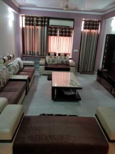 Gallery Cover Image of 2200 Sq.ft 3 BHK Apartment for rent in Sector 19 Dwarka for 68000