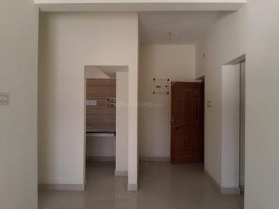 Gallery Cover Image of 825 Sq.ft 2 BHK Apartment for rent in Perungalathur for 12000