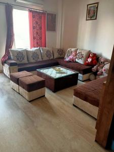 Gallery Cover Image of 2000 Sq.ft 3 BHK Independent Floor for buy in Janakpuri for 15000000