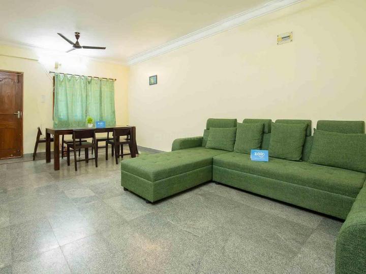 नागवारा में ज़ोलो सगन में लिविंग रूम की तस्वीर