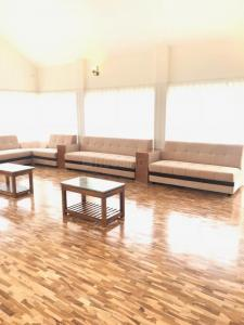 Living Room Image of 4356 Sq.ft 3 BHK Villa for buy in West Mere for 17500000