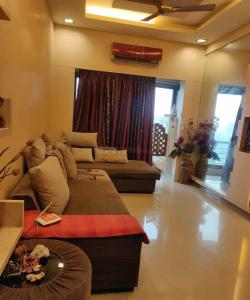 Gallery Cover Image of 1100 Sq.ft 2 BHK Apartment for rent in Malad West for 65000