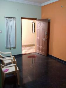 Gallery Cover Image of 800 Sq.ft 1 BHK Independent Floor for rent in Peenya for 8000