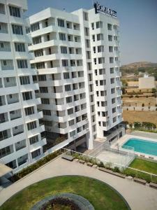 Gallery Cover Image of 900 Sq.ft 2 BHK Apartment for buy in DCNPL Hills Vistaa, Super Corridor for 4538000