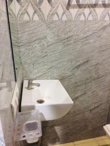 Bathroom Image of Shri Ram Apartment in DLF Phase 3