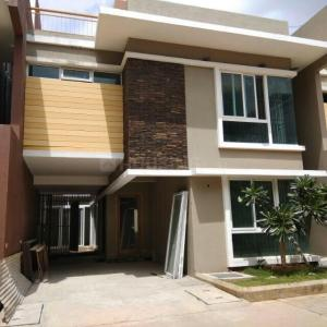 Gallery Cover Image of 3400 Sq.ft 4 BHK Villa for rent in Electronic City for 55000