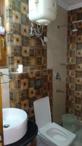 Bathroom Image of The Kalka PG Services in DLF Phase 1