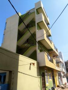 Gallery Cover Image of 2000 Sq.ft 1 BHK Independent Floor for buy in Thanisandra for 3600000