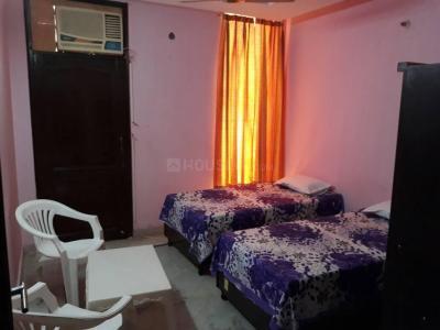 राजौरी गार्डन में रिज़र्व्ड पॉइंट पीजी के बेडरूम की तस्वीर