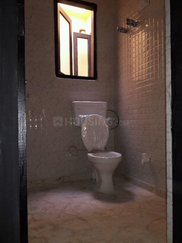 Common Bathroom Image of 900 Sq.ft 2 BHK Apartment for rent in DLF Farms for 19000