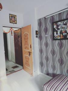 Gallery Cover Image of 430 Sq.ft 1 BHK Apartment for buy in Dahisar East for 8000000