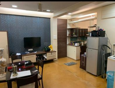 Gallery Cover Image of 680 Sq.ft 1 BHK Apartment for rent in Colaba for 65000