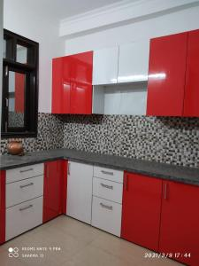 Gallery Cover Image of 1500 Sq.ft 3 BHK Independent Floor for buy in Chhattarpur for 5500000