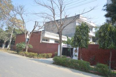 Gallery Cover Image of 1832 Sq.ft 2 BHK Independent Floor for rent in Sector 14 for 25500