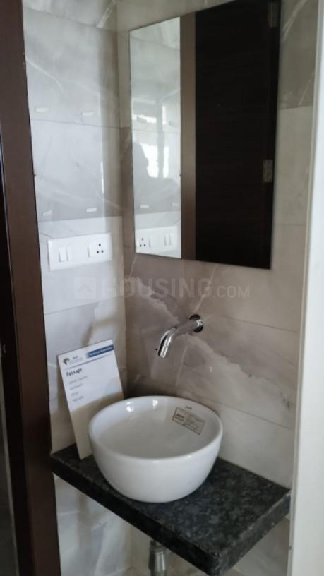 Common Bathroom Image of 650 Sq.ft 1 BHK Apartment for rent in Kalyan West for 10000