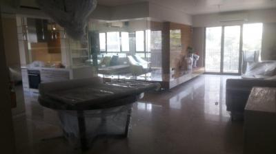 Gallery Cover Image of 2000 Sq.ft 3 BHK Apartment for rent in Bandra East for 250000