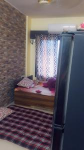Gallery Cover Image of 400 Sq.ft 1 RK Apartment for rent in Santacruz East for 25000