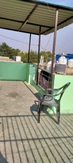 सेक्टर 16 रोहिणी में निशा के लिविंग रूम की तस्वीर