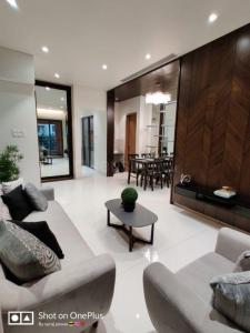 Gallery Cover Image of 1100 Sq.ft 3 BHK Apartment for buy in Majestique Signature Towers, Baner for 8900000