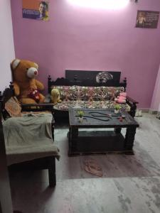 Gallery Cover Image of 150 Sq.ft 2 BHK Villa for rent in Dwarka Mor for 4000
