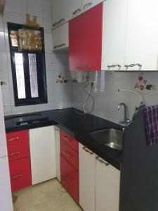 Gallery Cover Image of 600 Sq.ft 1 BHK Apartment for buy in Andheri West for 10800000
