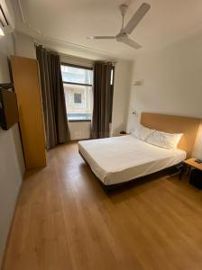 Bedroom Image of Helloworld Luxuria in DLF Phase 2
