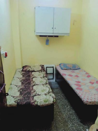लक्ष्मी नगर में धीरज पीजी के बेडरूम की तस्वीर