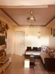Gallery Cover Image of 750 Sq.ft 2 BHK Apartment for rent in Thane West for 22000