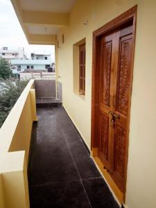 Gallery Cover Image of 1000 Sq.ft 2.5 BHK Independent Floor for rent in Gajularamaram for 9000
